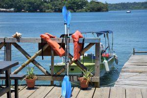 Eigene Motorboote und Kayaks