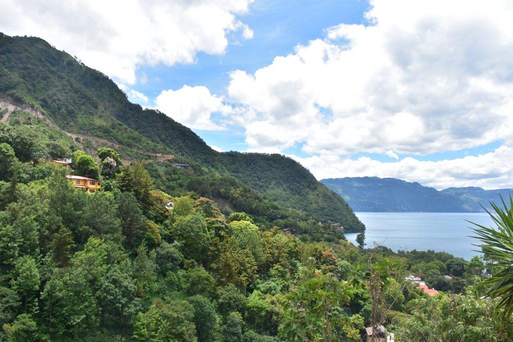 Blick auf den Lago Atitlan beim Aufstieg