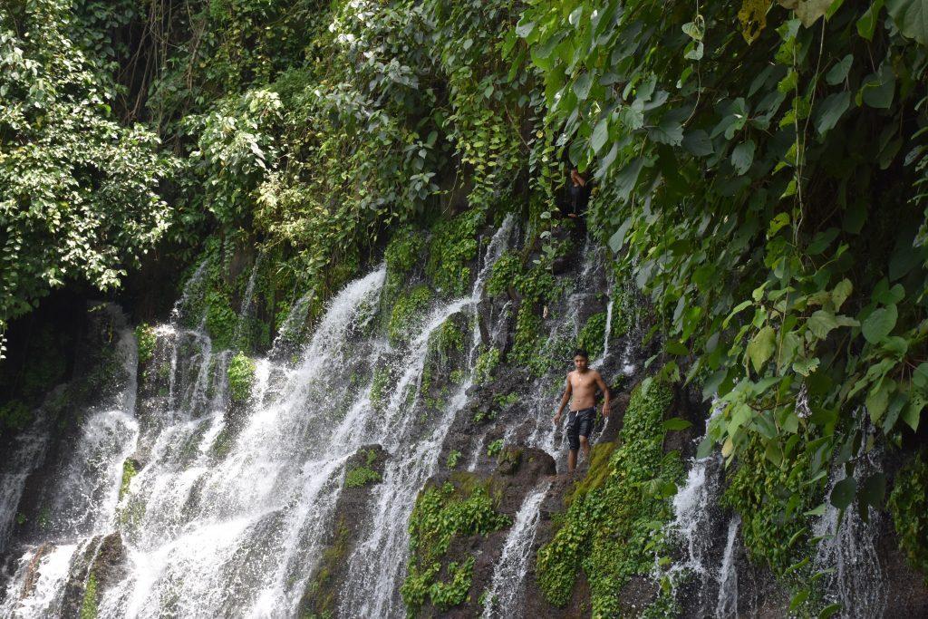 Wasserfall springen