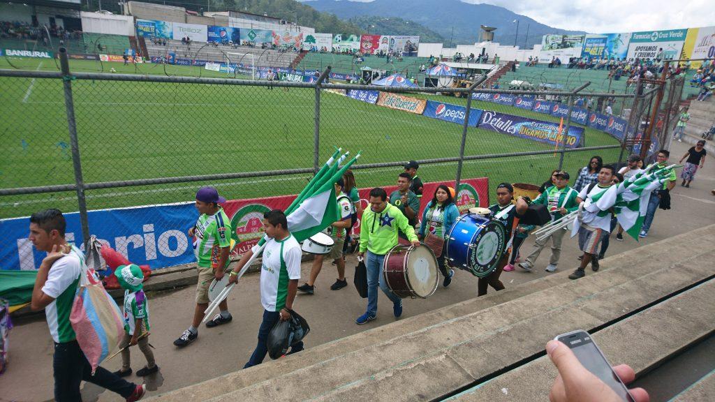 Einzug der Antigua-Ultras