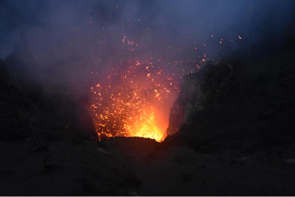 erste Explosion Tanna Vulkan