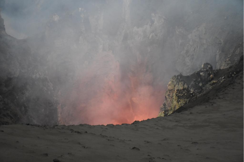 erstes Glühen Vulkan Yasur auf Tanna