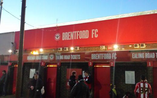 Blick auf den Griffin Park vom FC Brentford