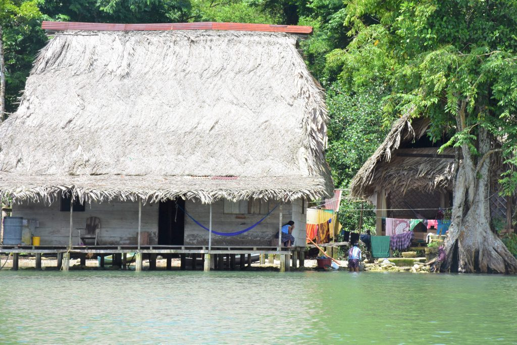 Hütten Locals Rio Dulce