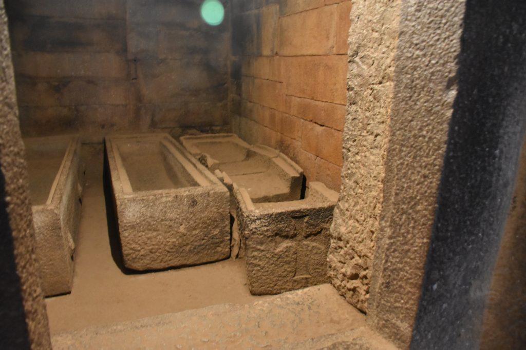 Grab König Kaleb