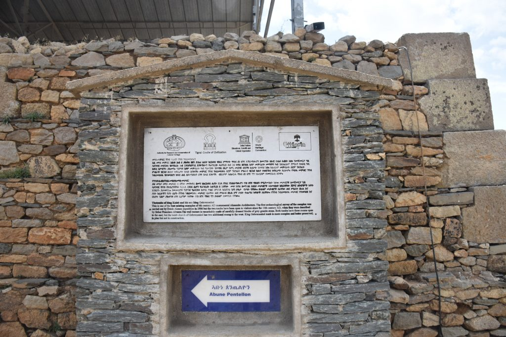 Schild Tomb of king kaleb